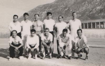 1964'te Manisa'da yapılan antrenör kursuna katılanlardan bir grup.