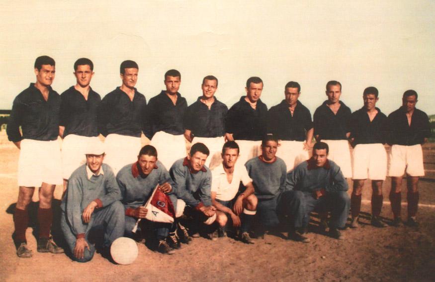 Muhafızgücü takımının 1945-46 kadrosu. Oturanlardan sol baştaki Fecri Ebcioğlu, üçüncü Faruk Hızal. Ayaktakilerden soldan üçüncü Beşiktaşlı Saim, dördüncü Altaylı Bayram Dinsel, beşinci İstanbulsporlu Faruk, altıncı Gençlerbirliği oyuncusu Keşfi Tarlan.