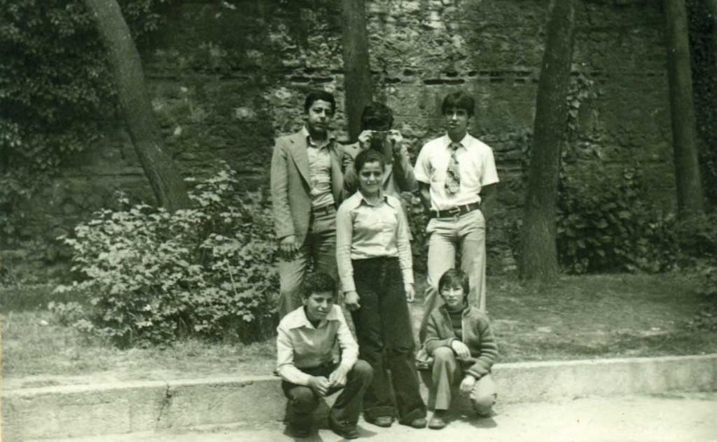 Darüşşafaka Çarşamba'da Atasoy ve Çimen kardeşler (2si de doktor oldu) bir arada - soldan saga ayakta: İsmail Atasoy-Haluk Çimen-Murat Derler (DS'79), oturanlar Haşim Atasoy (DS'82), Ayşe Atasoy (DS'81), Serdar Çimen(DS'82)